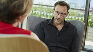 "Photo of Simon Sinek: ""Our leaders don't know the game they're playing"""