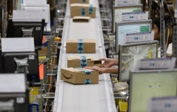 Photo of Amazon is sued over warehouses after New York worker brings coronavirus home, cousin dies
